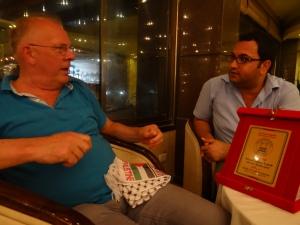 Bestuurslid Groningen-Jabalya Lejo Siepe met Jabalya's gemeentevoorlichter Sadi Dabour